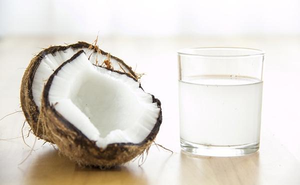 propiedades-ofrece-agua-coco.jpg