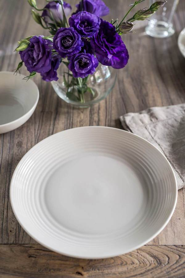 Royal_Doulton_White.jpg
